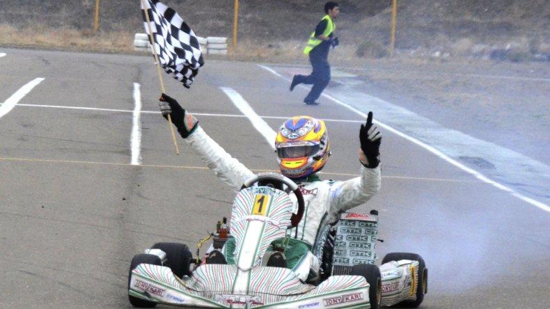 Emanuel Abdala se llevó la tercera del año y volvió a festejar en lo alto del podio.