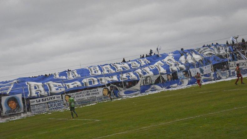 La banda aeronauta desplegó un trapo gigante en la popular.