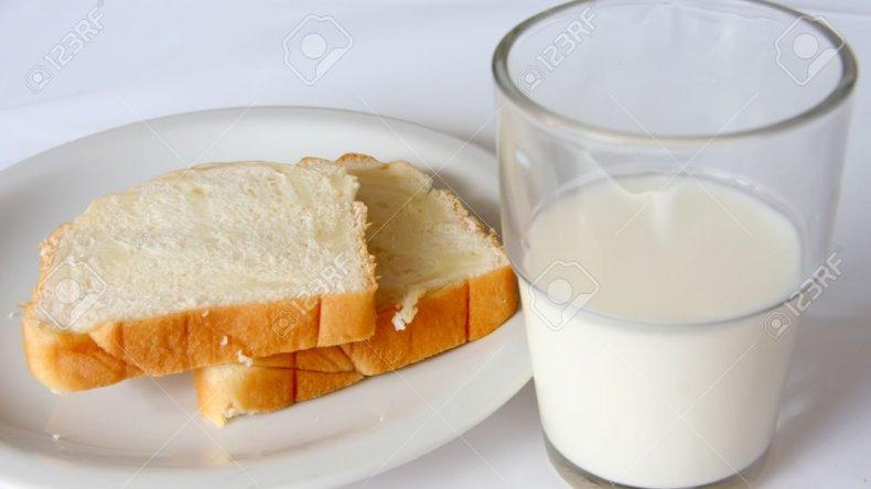 La Argentina tiene la leche y el pan más caro de la región