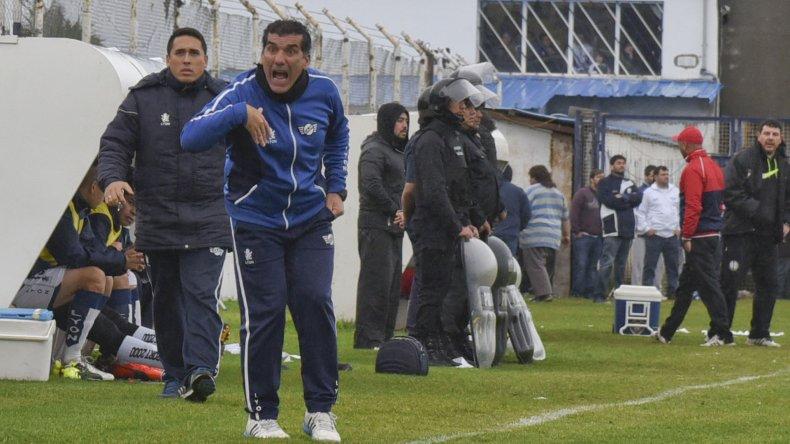 Luis Piti Murúa logró algo histórico para Jorge Newbery está dispuesto a escuchar ofertas. Puede armar las valijas o quedarse en Comodoro Rivadavia.