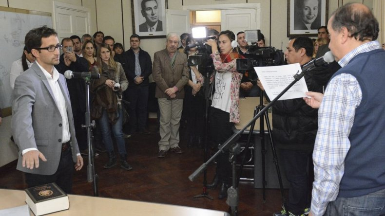 El nuevo secretario de Economía prestó juramento ayer ante el intendente Carlos Linares.