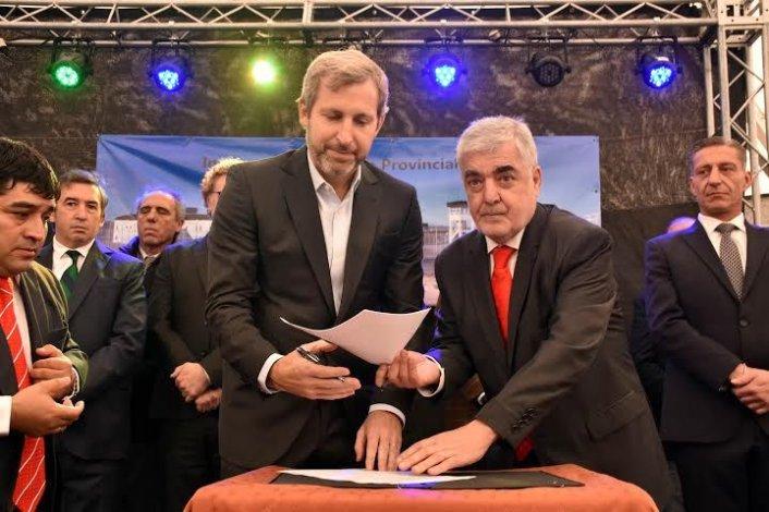 Das Neves y Frigerio firmaron acuerdo por devolución a la provincia de 750 millones de coparticipación. Elogios del gobernador para con la política de Macri.