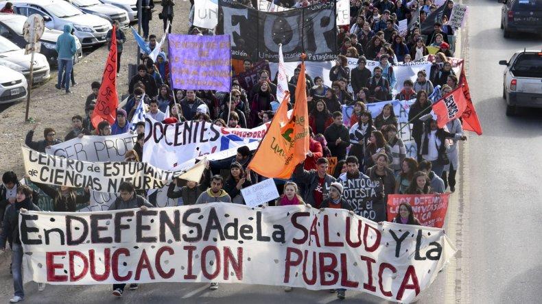 La marcha comenzó en Km 4. El recorte en las universidades también afecta a la San Juan Bosco.
