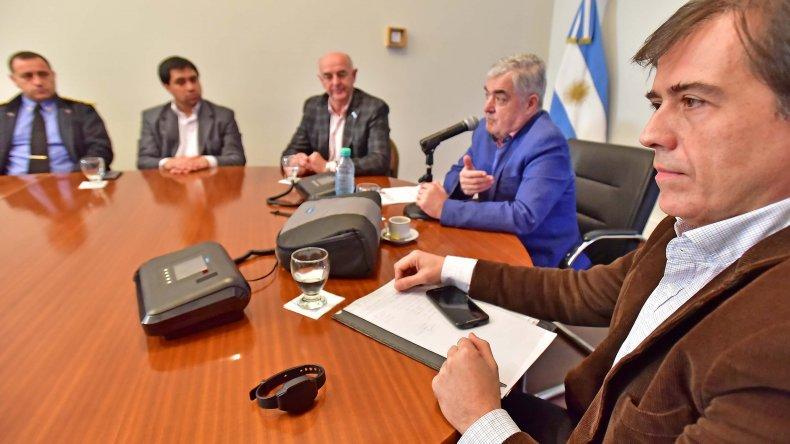 El gobernador firmó convenio para implementar las pulseras electrónicas