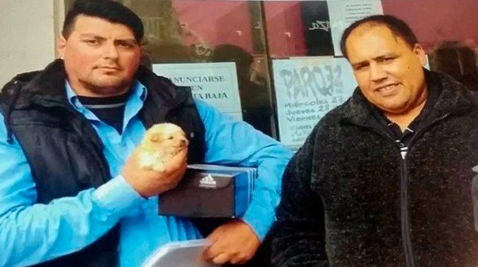 Por balearle la casa y matar a su perro les pagó 35 mil pesos y les regaló otra mascota