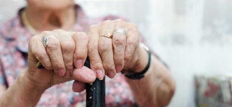 Afirman que llamar abuelo a un adulto mayor es una forma de maltrato