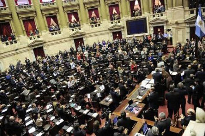 La Cámara de Diputados debatía la polémica ley antidespidos.