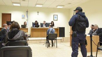 El juicio contra Enrique Ezequiel Barros, acusado por el homicidio de Omar Sanzana, continuará hoy. Ayer se conoció que la víctima recibió 5 tiros.