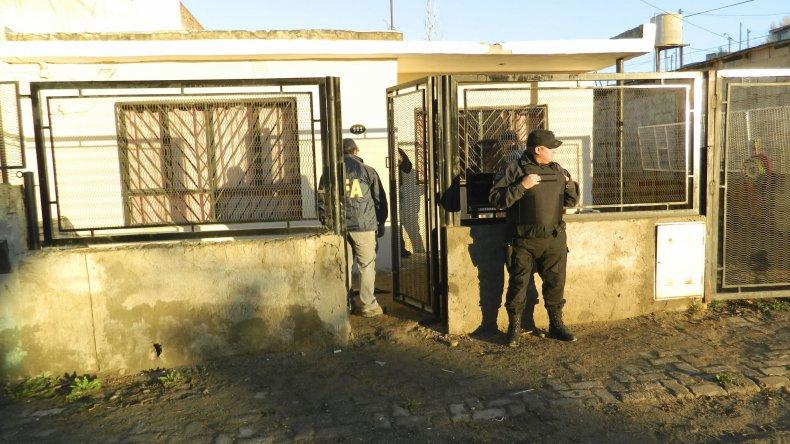 La Policía Federal allanó dos viviendas relacionadas con Nano Flores