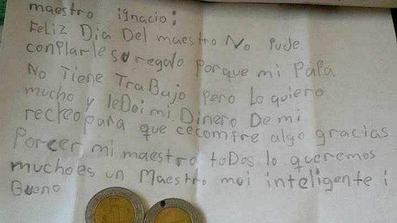 La emotiva carta que recibió un profesor en su día: Le doy el dinero para que compre algo