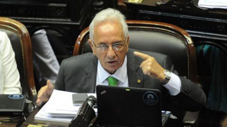 El titular del bloque del FpV en Diputados calificó al veto de la ley antidespido como un abuso.
