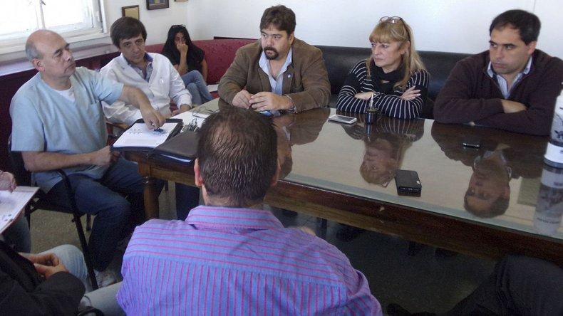 Los concejales y diputados provinciales del Frente para la Victoria se reunieron ayer en el Concejo con el director del Hospital Regional