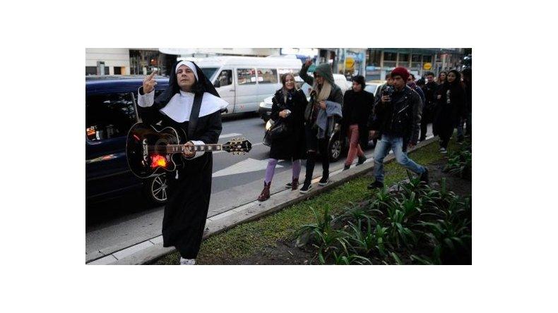 Acusado de abuso sexual, Cristian Aldana apareció en una marcha en su contra
