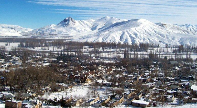 La localidad de Chos Malal es la más cercana al Parque Provincial Tromen y cuenta con todos los servicios necesarios para los turistas.