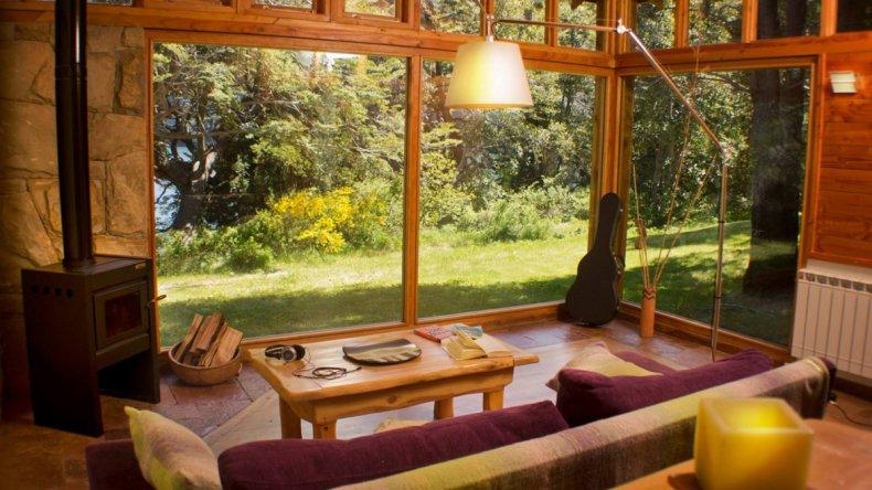 El Aura Lodge ofrece también cabañas con todas las comodidades