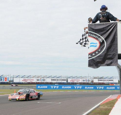 La Dodge de Facundo Ardusso que ayer se quedó con la primera final del Turismo Carretera.