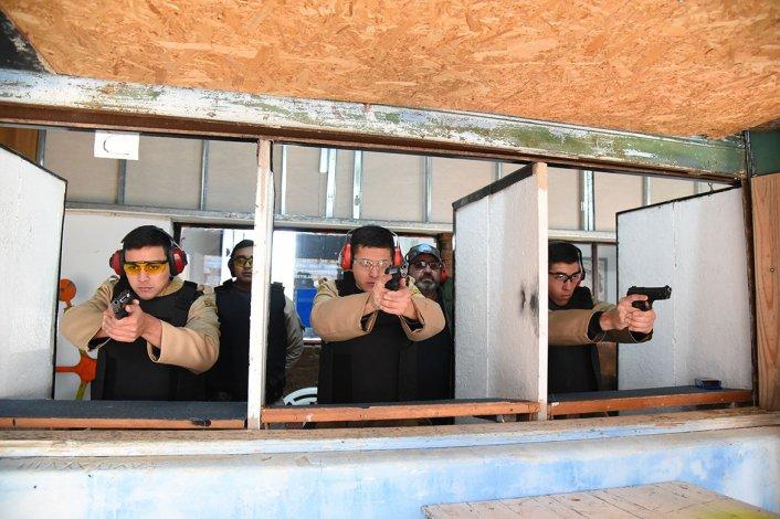 Los jueves y viernes las fuerzas de seguridad del Estado se dan cita en el polígono de Km 3.