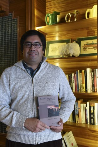 Gabriel Carrizo presenta su libro Petróleo