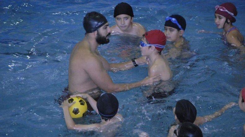 Comenzaron las clases de natación para los más chicos
