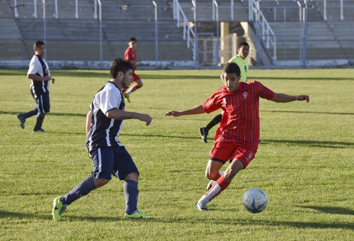 Huracán controló el partido de principio a fin y goleó 7-0 a Ferro