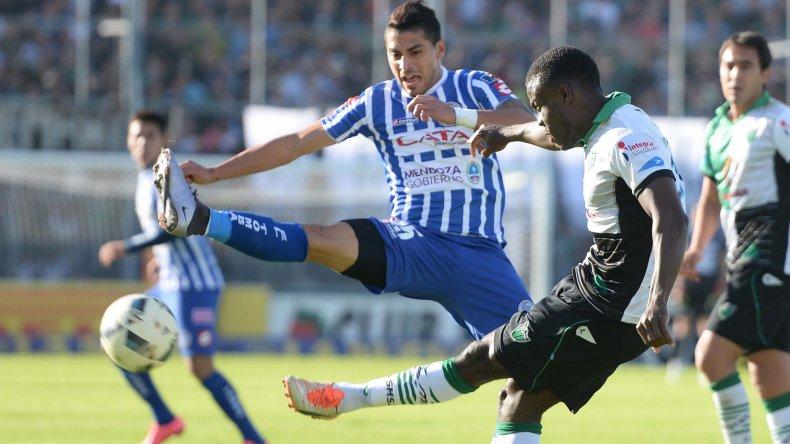 Godoy Cruz dejó pasar la chance de llegar a la final del campeonato al caer 2-0 en el clásico cuyano.