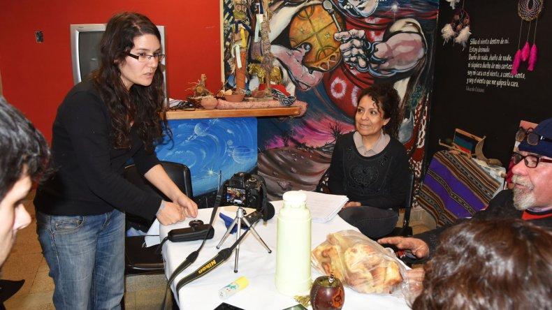 Las historias personales y el recitado de algún poema son parte del trabajo de Beatriz Argüello.