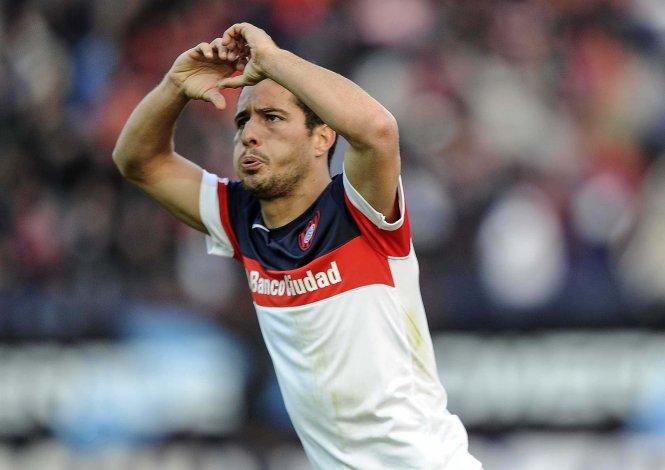 Sebastián Blanco festeja el gol del empate de San Lorenzo ayer ante Banfield.