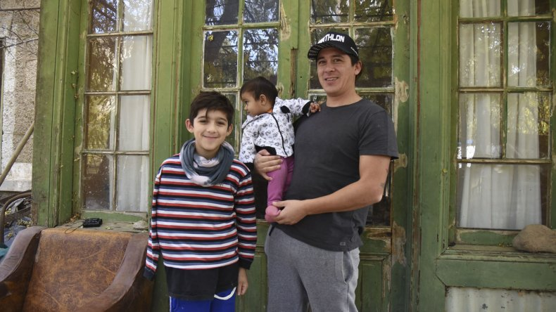 Manuel se recupera luego del accidente del 8 de marzo. Las partidas de ajedrez con su padre y su amigo le sirven para distraerse mientras se recupera del accidente que sigue en etapa de investigación.