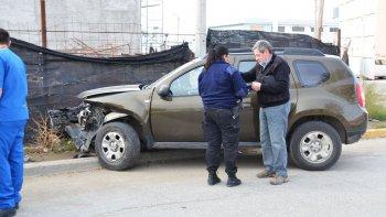 Tras el fuerte impacto, los vehículos terminaron uno en el bulevar y el otro arriba de la vereda.