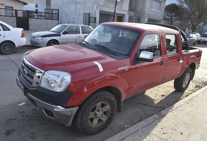 La camioneta con la que llegó el estanciero a una dependencia policial para informar del violento suceso