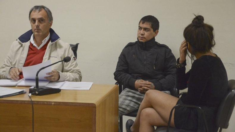 Cristian Chucky Monsalvo cuando fue detenido con Gabriela Correa. Ahora resultó beneficiado con doce horas de salidas transitorias y deberá estar al cuidado de su madre.
