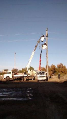 El Servicio Eléctrico de la SCPL trabajó para habilitar una nueva salida de energía para terminar con los cortes en seis barrios comodorenses y en Rada Tilly.