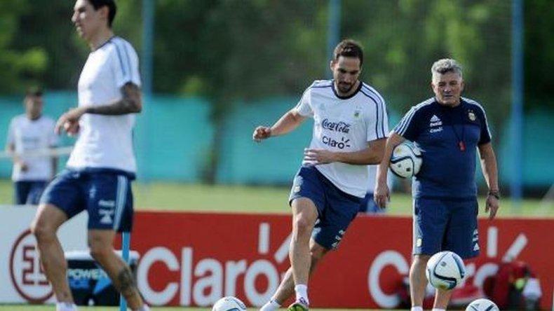 Martino paró el primer equipo con Higuaín y Agüero peleando por un lugar