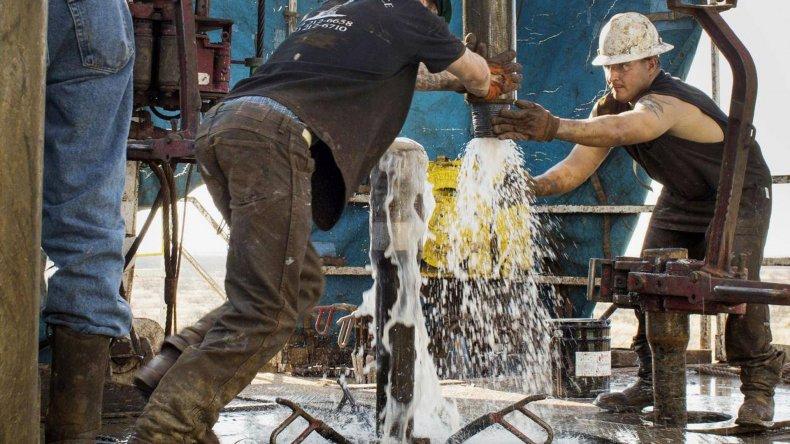 El precio del petróleo sigue recuperándose tras haber perforado un piso de 30 dólares en los últimos meses.