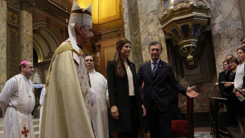 La llegada del Presidente y su esposa a la Catedral Metropolitana.