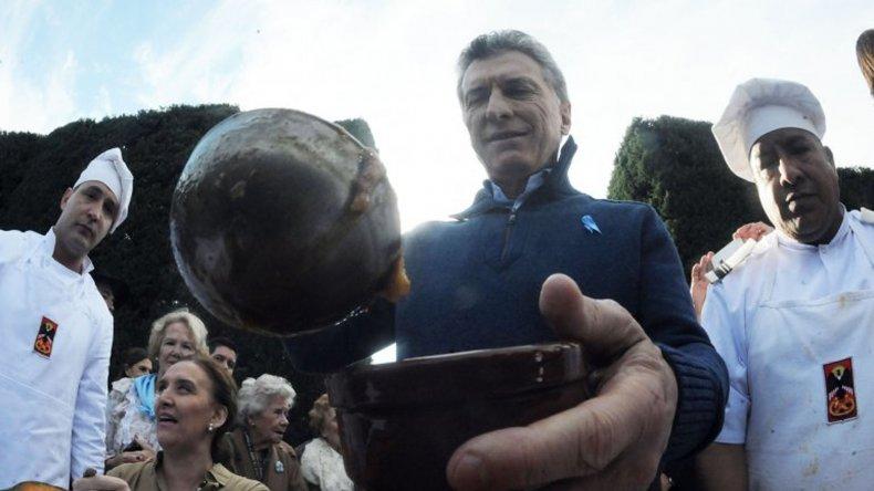 El Presidente compartió un locro en Olivos con funcionarios y organizaciones sociales