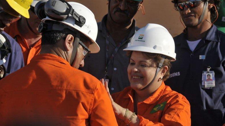 Dilma Rousseff durante una de las visitas que realizó en su mandato a las plataformas de Petrobras.