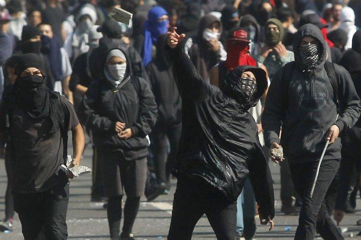 Las masivas protestas también se caracterizaron en algunas ocasiones por una extrema violencia.
