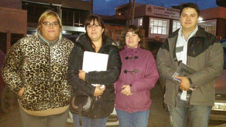 Integrantes de la Comisión Vecinal: Lorena Barracosa
