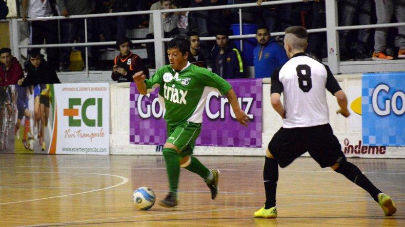 Comodoro goleó 6-0 a Paraná