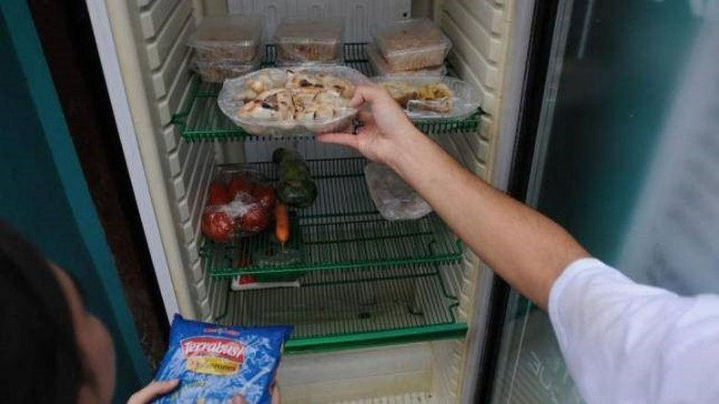Comerciante instaló una heladera social