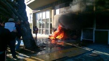 suspendieron la sesion por incidentes y quema de cubiertas en la legislatura