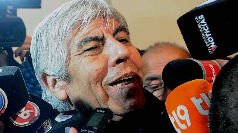 El camionero Hugo Moyano brindó una conferencia de prensa a la salida de la reunión con Caló y Barrionuevo.