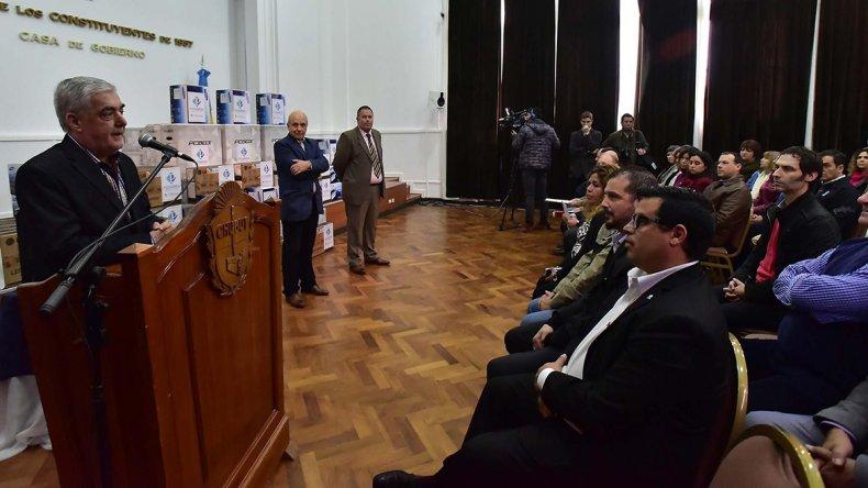 El gobernador Mario Das Neves entregó aportes a Salud