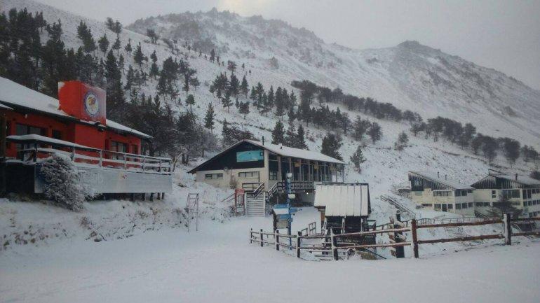 La próxima semana quedará inaugurada la temporada de esquí en La Hoya