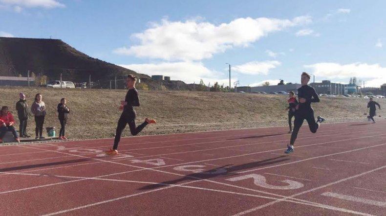 Con récord de participantes dio inicio el atletismo de los Juegos Evita.