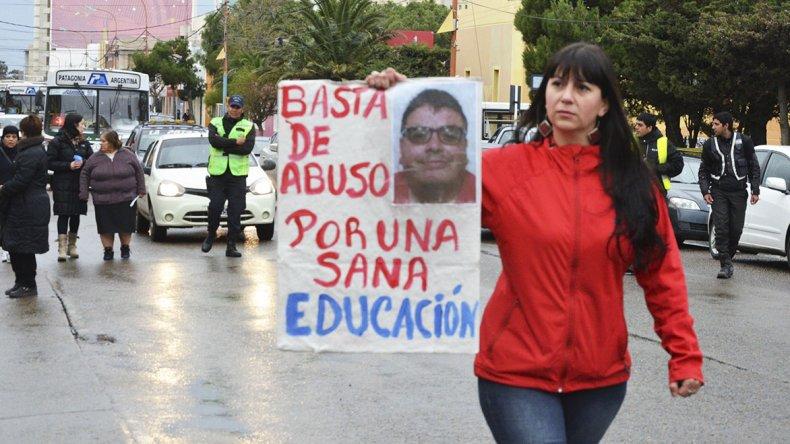 El caso Navarro estalló en la Escuela 83 y de inmediato fueron los padres los que se movilizaron.