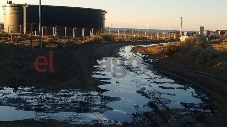 Así quedó la zona luego del derrame de petróleo en Tecpetrol.