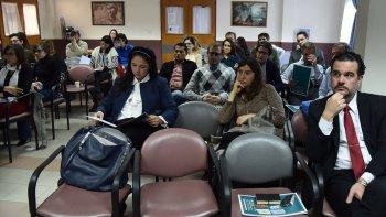 El auditorio estuvo conformado por profesionales de la medicina y abogados, algunos de los cuales son funcionarios de organismos del foro local.