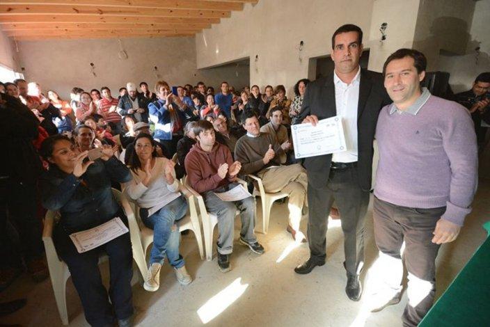 El viceintendente Juan Pablo Luque junto al presidente de la vecinal Fernando Vázquez.